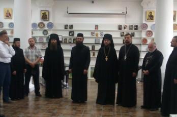 Staretul manastirii si oaspetii lui